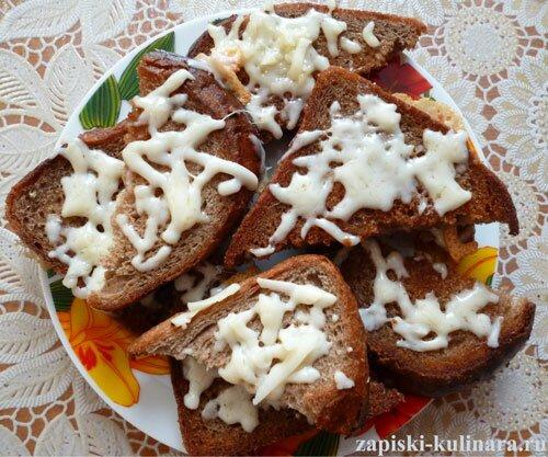 Жареные гренки с сыром
